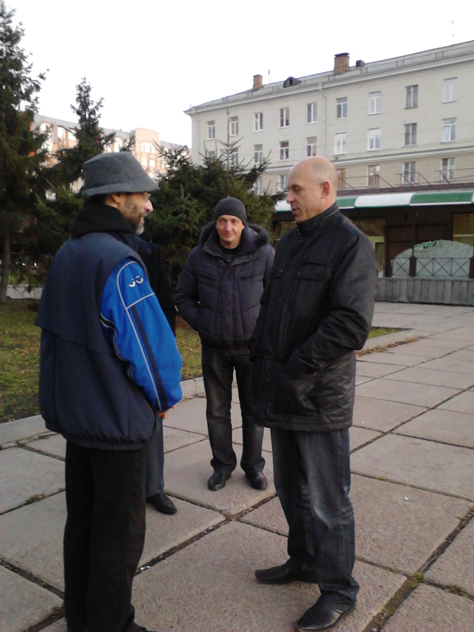 Корб и полицаи-начальники на Театральной площади Омска